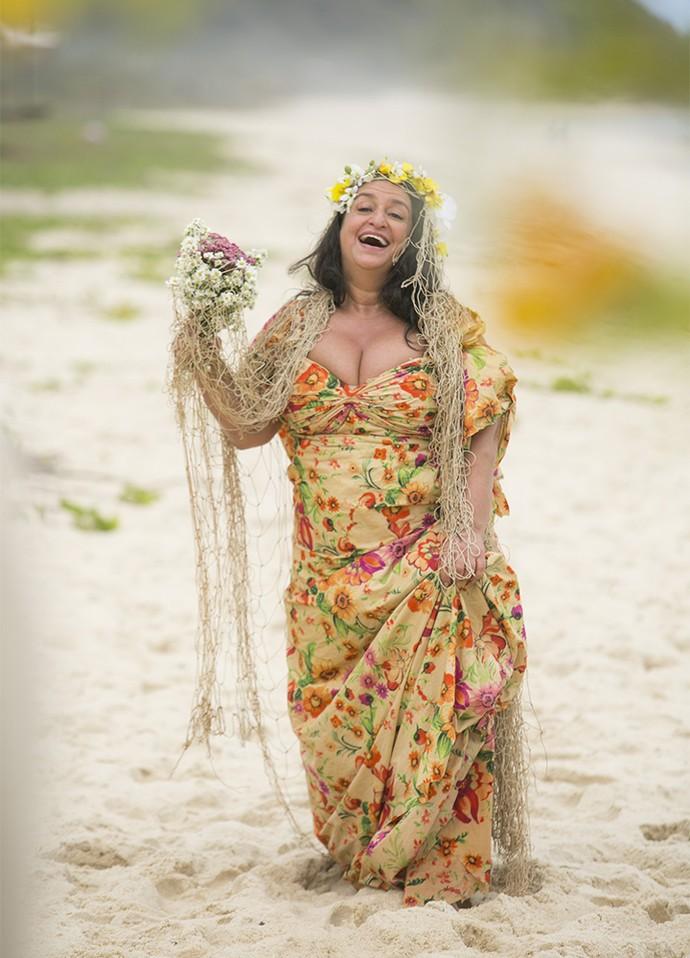 Teodora fica radiante vestida de noiva (Foto: Raphael Dias/Gshow)