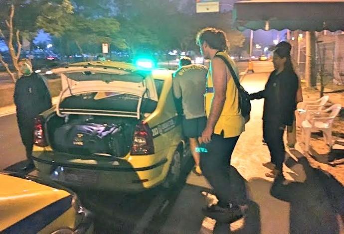 Suécia; suecos; táxi; Rio 2016; Vila Olímpica (Foto: Tiago Leme)