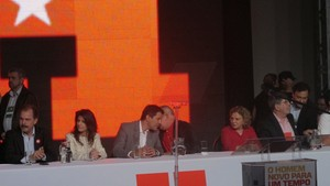 Lula e Haddad conversam durante encontro do PT de SP que oficializa nome do ex-ministro como candidato do partido à Prefeitura de SP (Foto: Roney Domingos/ G1)