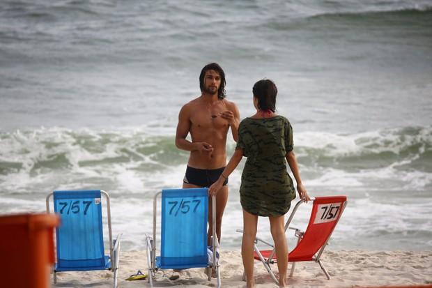 Marcello Melo Jr. com Pablo Moraes na Praia da Barra da Tijuca (Foto: Agnews)