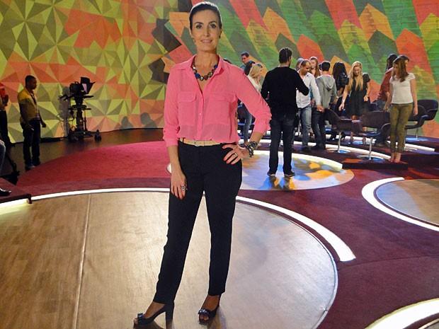 Look une camisa, maxicolar e calça de alfaiataria (Foto: Encontro com Fátima Bernardes/TV Globo)