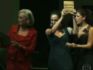 Professora de Joinville ganha o prêmio principal do Educador Nota 10 (Foto: Reprodução/Rede Globo)