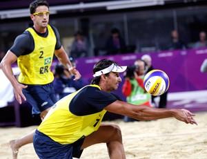 Pedro Cunha e Ricardo, Vôlei de Praia, Brasil x Alemanha (Foto: Agência AP)
