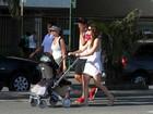 Lavínia Vlasak faz passeio com a filha na orla do Rio