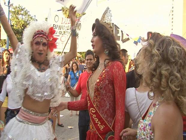 Parada Gay reúne 500 mil pessoas na Avenida Beira Mar, em Fortaleza (Foto: Reprodução/TV Verdes Mares)