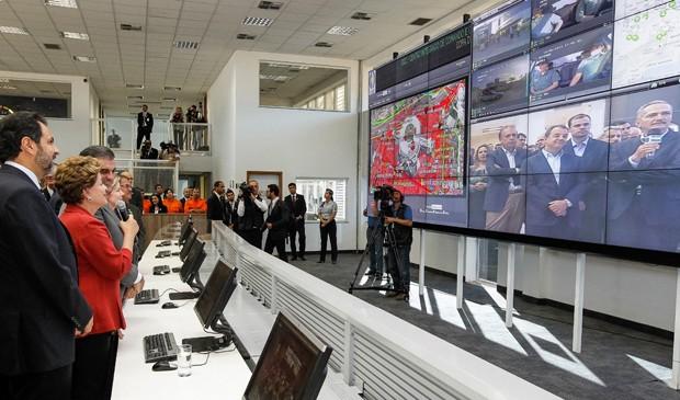 Dilma Rousseff conhece centro de monitoramento, em Brasília, do Sistema Integrado de Comando e Controle para Segurança de Grandes Eventos (Foto: Roberto Stuckert Filho/PR)