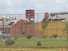 Presos rebelados no Paraná liberam agente em troca de comida