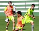 Recuperado de lesão no joelho, David volta a treinar com o elenco do Goiás