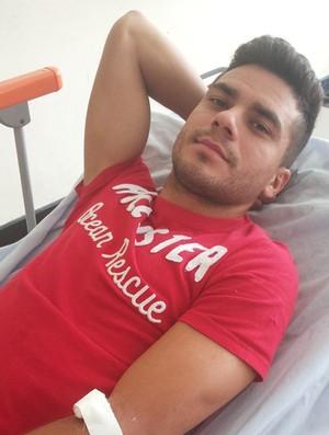 Sandrinho, meia do Campinense (Foto: Divulgação / Hospital de Emergência e Trauma de Campina Grande)