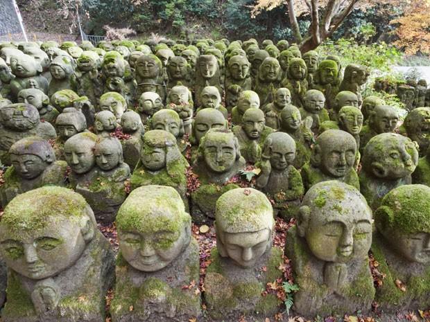 Figuras de pedra do Templo Nembutsu-ji, em Arashiyama, Japão (Foto: Eurasia Press / Photononstop / AFP)