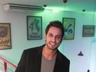 Ex-BBB Eliéser festeja aniversário ao lado de Jake Leal em boate paulista