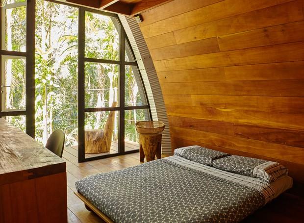 casa-orgânica-arquiteto-marko-brajovic-quarto-eucalipto-futon (Foto: Victor Affaro/Editora Globo)
