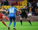 Podolski faz primeiro hat-trick em 11 anos, e Galatasaray goleia na Turquia