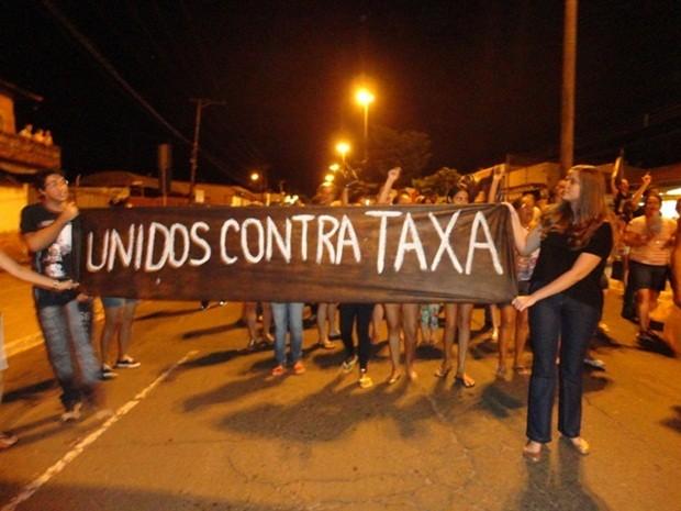 Protesto interditou os dois sentidos da avenida José Horácio Mellão (Foto: Antonio Brito/Rádio Integração de São Manuel)
