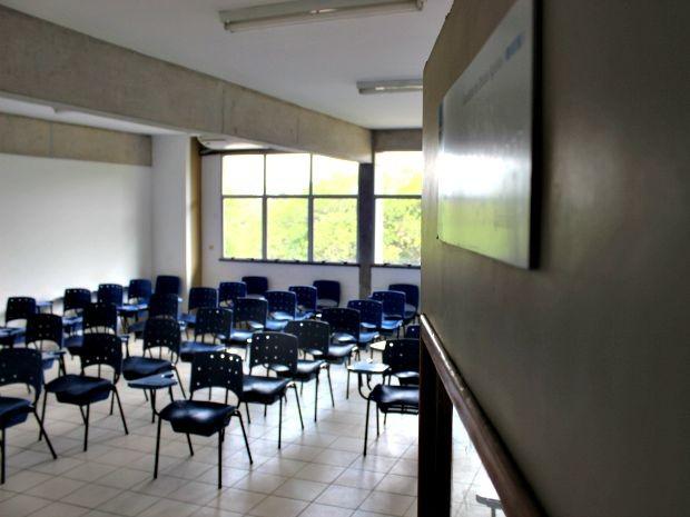 Uma das salas do ICHL estava vazia na manhã desta quarta