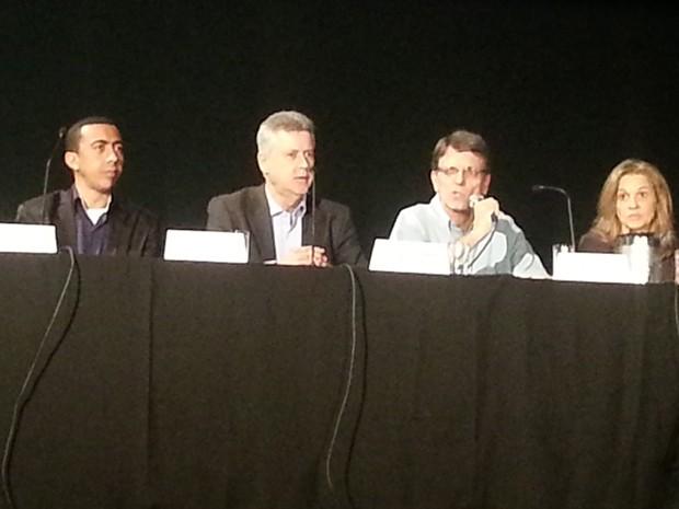 Vice-governador eleito, Renato Santana; o governador eleito, Rodrigo Rollemberg; o coordenador geral da transição, Hélio Doyle; a coordenadora executiva da transição, Leany Lemos (Foto: Raquel Morais/G1)