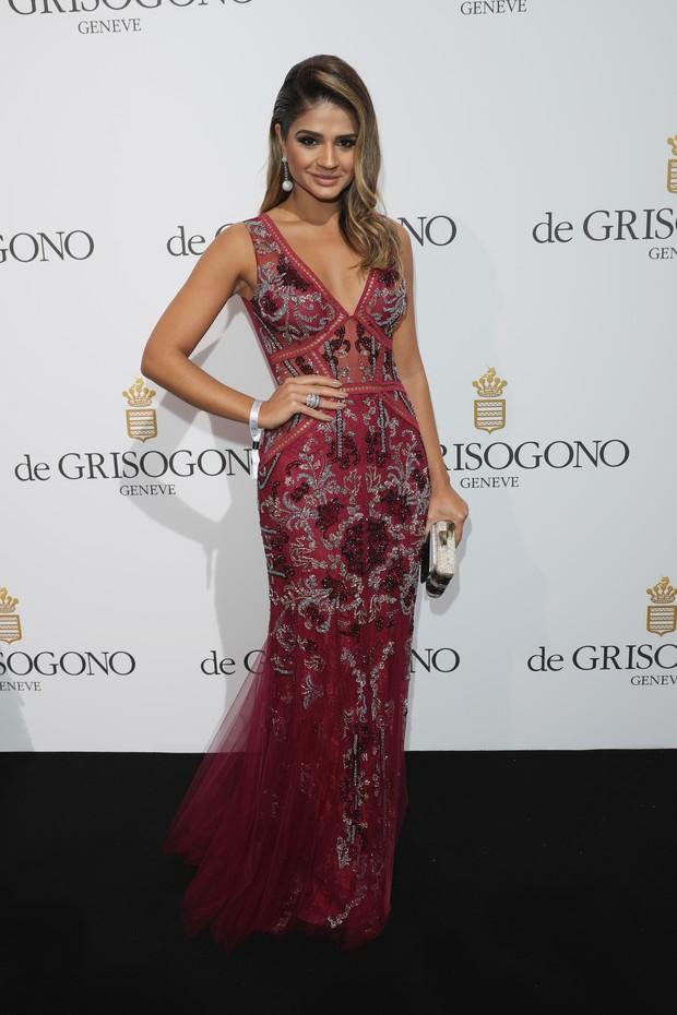 A blogueira de moda Thássia Naves participa de festa em Cannes (Foto: Getty Image)