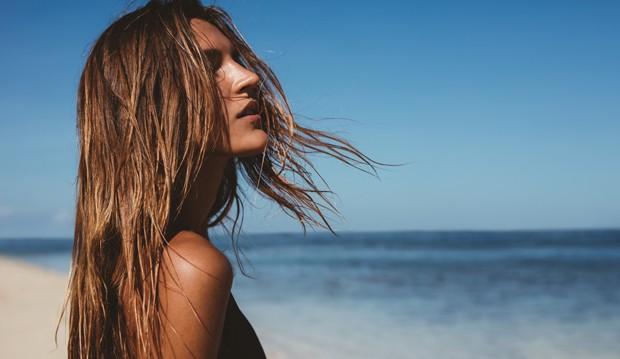 Os cuidados com o cabelo no verão devem ser redobrados (Foto: Thinkstock)