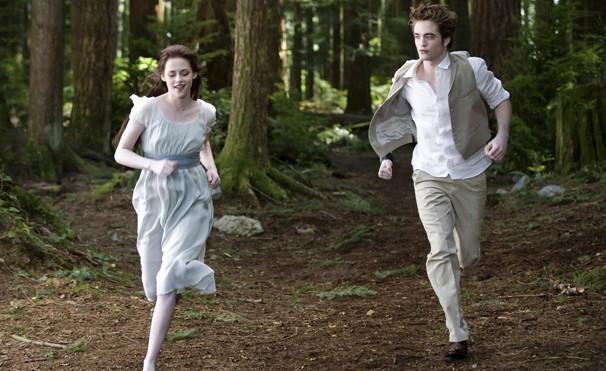 O amor proibido de Bella e Edward passa por novos perigos nesta continuaçao (Foto: Divulgação)