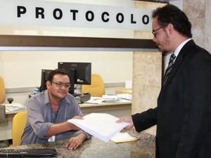 Lista de gestores com contas irregulares é entregue no TRE (Foto: Divulgação)