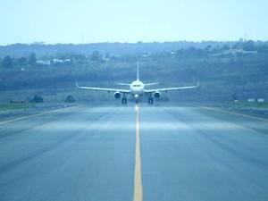 Avião na pista do Aeroporto Juscelino Kubitschek, em Brasília (Foto: Jua Pita/Inframerica/Divulgação)