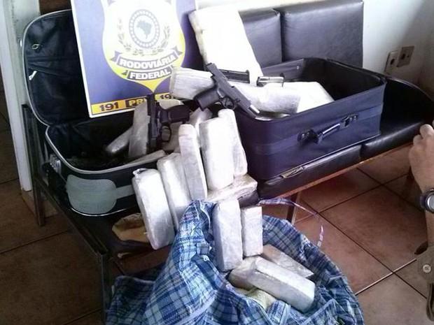 PRF apreende 32 tabletes em Frutal (Foto: Polícia Rodoviária Federal/Divulgação)