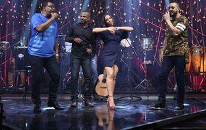 Anitta faz coreografia com música de Alexandre Pires