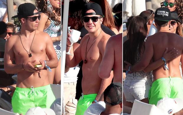Gotze curte férias em Ibiza (Foto: Splash News)