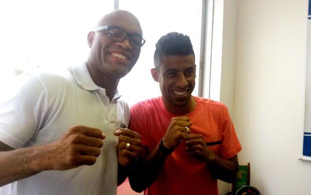 Anderson Silva e Leo Moura  (Foto: Ana Hissa)