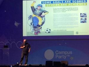 Neurocientista brasileiro Miguel Nicolelis começa palestra na Campus Party (Foto: G1)
