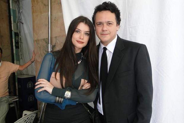 Aline e Danton já estão gravando para o seriado (Foto: TV Globo/Como aproveitar o fim do mundo)