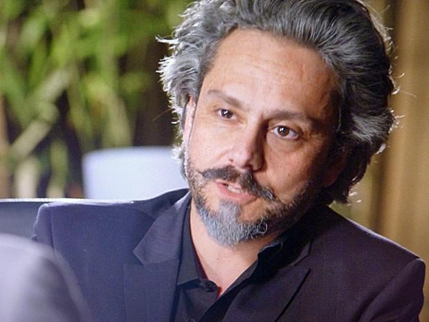 José Alfredo pede para Cristina investigar os diretores da Império (Foto: TV Globo)