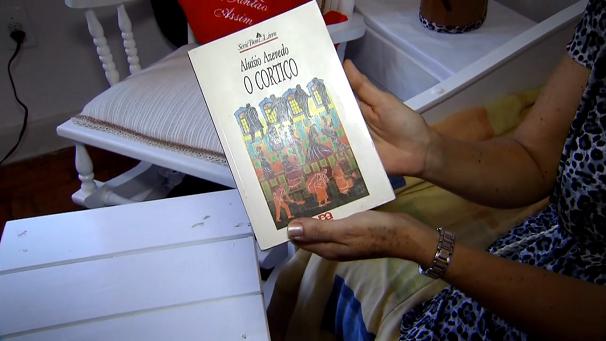 Os livros podem ser doados para o projeto (Foto: Reprodução/TV Tribuna)