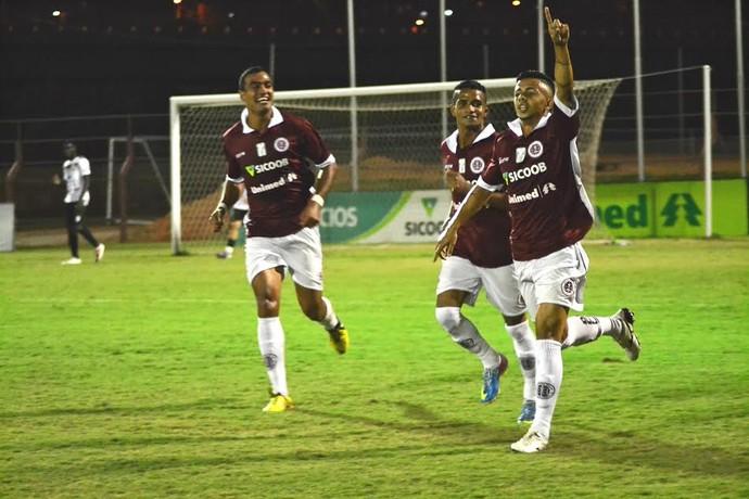 Lateral Kelvin teve boa participação na partida e ainda fez um dos gols (Foto: Henrique Montovanelli/Desportiva Ferroviária)