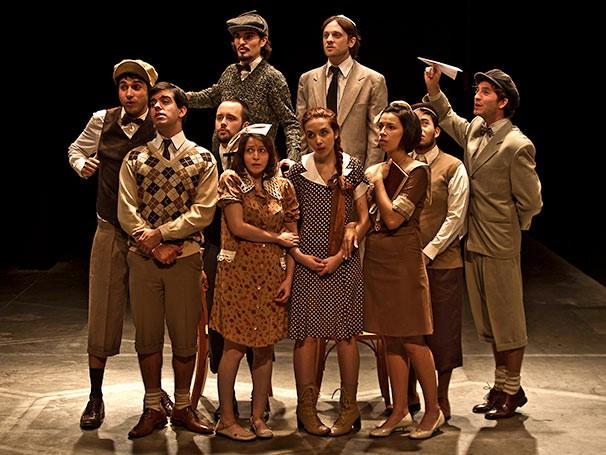 Dez atores compõem o elenco, que canta 12 poemas musicados (Foto: Ronaldo Gutierrez)