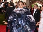 Solange Knowles usa look bizarro em baile de gala nos EUA