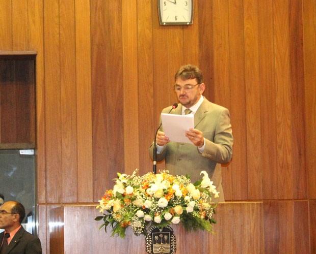 Governador ler mensagem do poder executivo estadual. (Foto: Gilcilene Araújo/ G1)