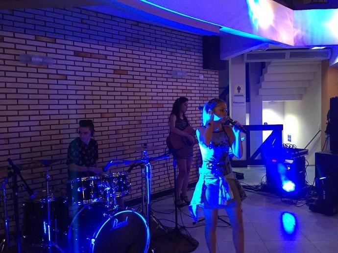Ela cantou em estabelecimentos comerciais de Verê (Foto: Arquivo pessoal)