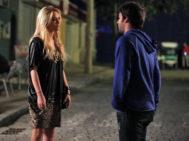 Megan e Davi discutem relação  (Foto: Pedro Curi / TV Globo)
