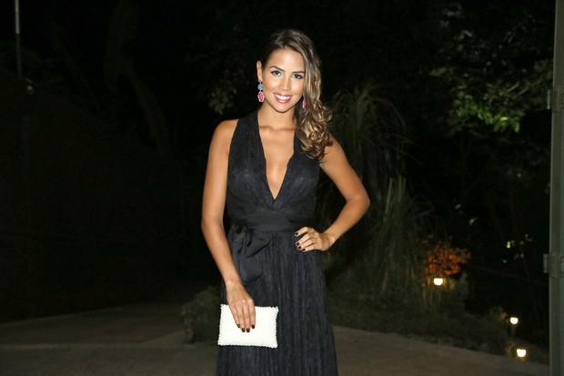 Pérola Faria em casamento de Renata Dominguez e Edson Spinello no Rio (Foto: Roberto Filho e Alex Palarea/ Ag. News)