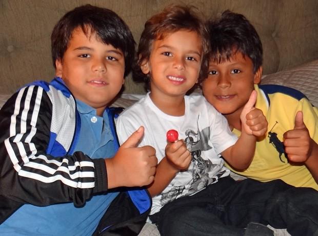 Crianças se divertem em cenário de ´Salve´ (Foto: Salve Jorge/TV Globo)