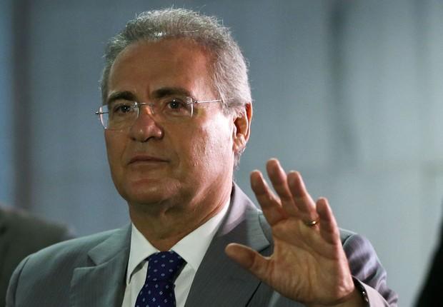 O senador Renan Calheiros (PMDB-AL) chega para reunião com mesa diretora (Foto: Marcelo Camargo/Agência Brasil)