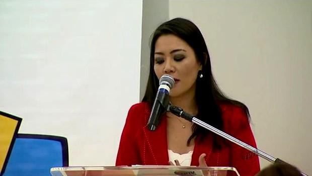 A apresentadora Cinthia Mitsumori foi a mestre de cerimônia do projeto EPTV na Escola (Foto: Reprodução EPTV)