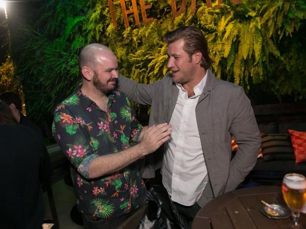 Guilherme Barros e o ex-BBB Diego Alemão em festa  no Rio (Foto: Raphael Mesquita/ Divulgação)