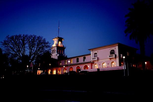 """O """"Luau das Cataratas"""" acontece durante a noite (Foto: Daniel Snege)"""
