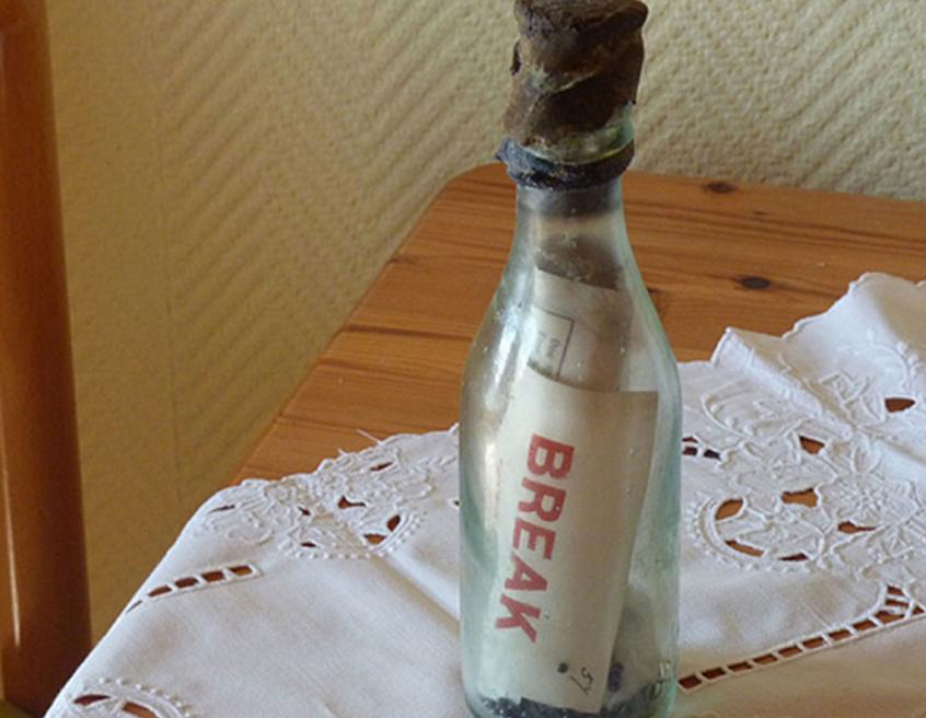 A mensagem em uma garrafa mais antiga (conhecida) é encontrada após 108 anos