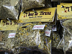Banho do Amor é uma das opções de produtos à venda em Manaus  (Foto: Ísis Capistrano/ G1 AM)