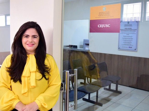 Samara Cabral, aluna do Mestrado Profissional em Direito e Gestão de Conflitos, participou da implantação do Centro Judiciário de Soluções de Conflitos e Cidadania (Cejusc) (Foto: Ares Soares/Unifor/Divulgação)