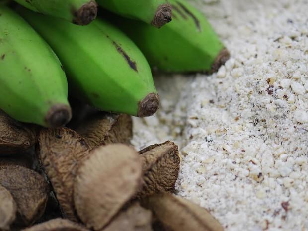 Matéria prima da barra de cereal banana verde e castanha-do-Brasil (Foto: Embrapa/ Divulgação)