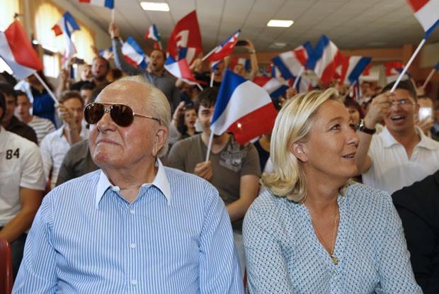 Marine Le Pen e seu pai, Jean-Marie Le Pen, em foto de setembro de 2014 (Foto: Valery Hache/AFP)